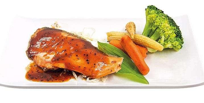 main salmon pepper sauce